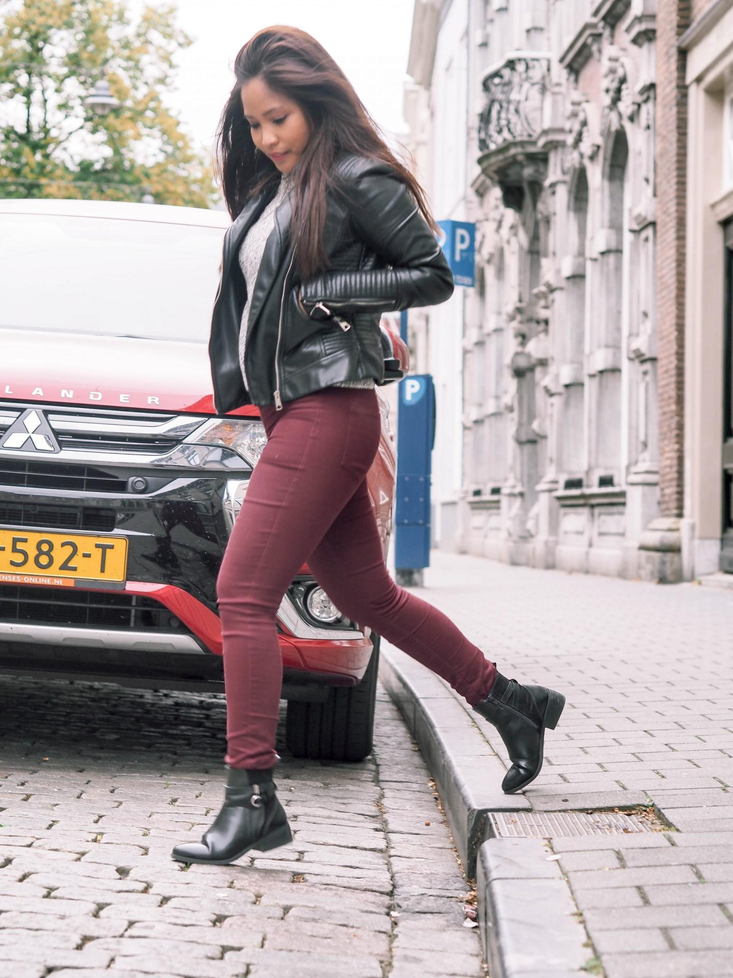 How to style burgundy trousers